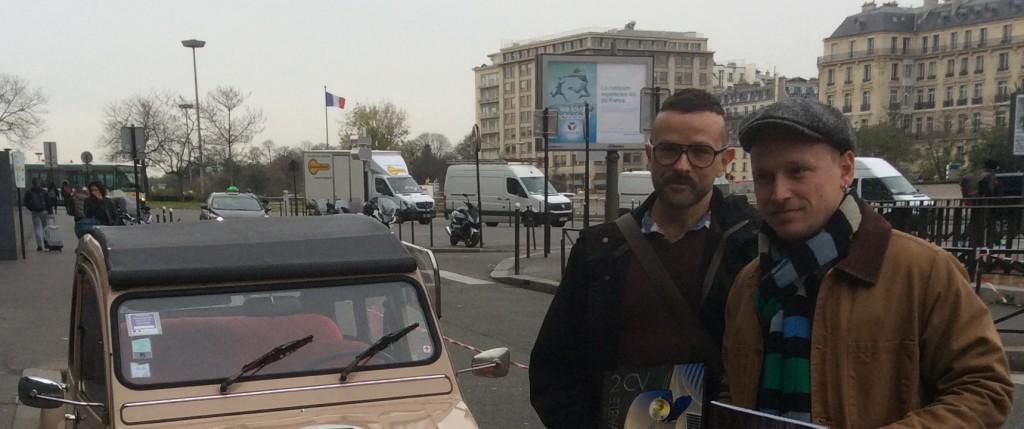 Etienne Musslin et Daniel Benharrosh, auteurs de Incroyable 2CV - Larousse