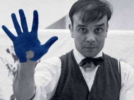 Yves Klein durant le tournage du film The Heartbeat of France dans l'atelier du photographe Charles Wilp, Düsseldorf, février 1961© Photo Charles Wilp / BPK, Berlin