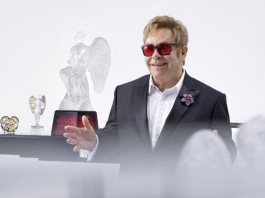 Music on Love - lkalique - Sir Elton John copyright-Gilles-Pernet