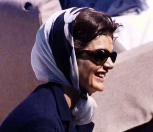 Foulard Jackie Kennedy-Crédit photo : Library JFK