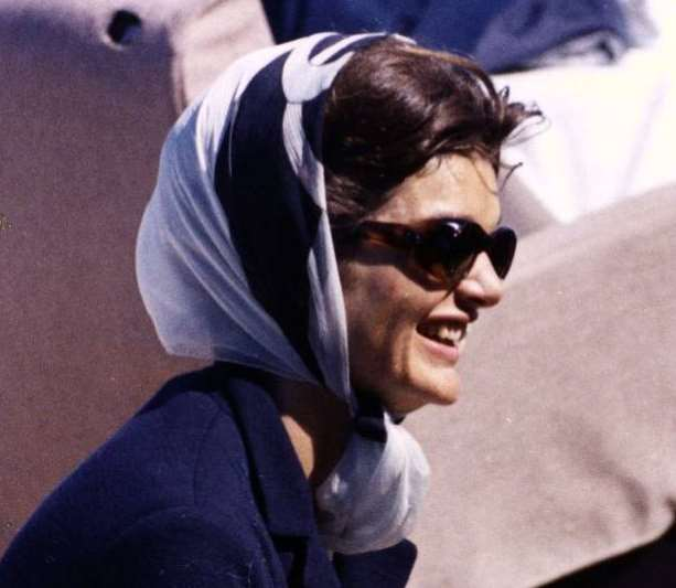 Foulard Jackie Kennedy-Crédit photo : Library JFK