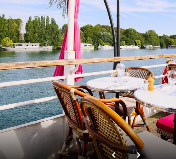 Restaurant bord de Seine - Paris