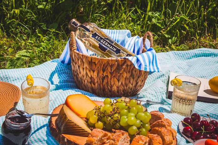 Pique-nique apéro cocktail liqueur de fleur de sureau St Germain.jpg