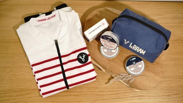 collection LeBRAM X Clean Hugs t-shirt et trousse cosmétiques bio